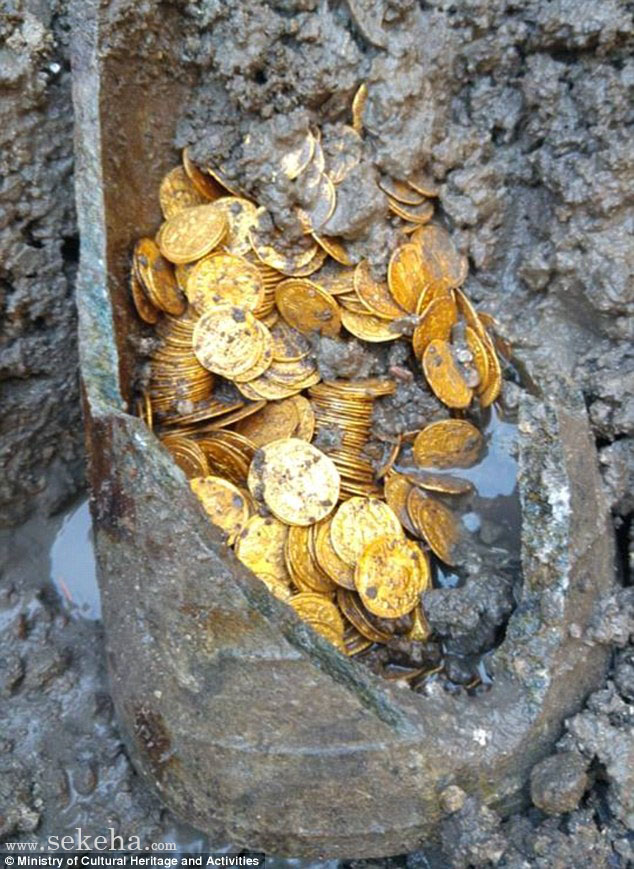 Millions of pounds-worth of pristine 5th-century gold coins are found buried in a pot under Italian theatre